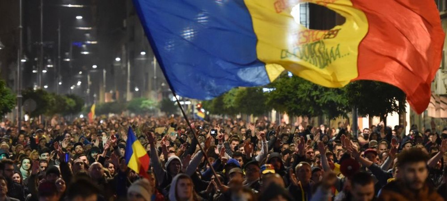 Liniștiți-vă, România nu va intra în colaps! Nu confundați o țară cu politicienii ei.